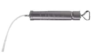 Шприц для отсоса масла 500 см3 с одним изогнутым и одним прямым выпускным патрубком.